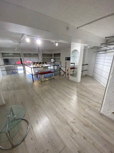 Local commercial à louer - 68.0 m2 - 34 - Herault
